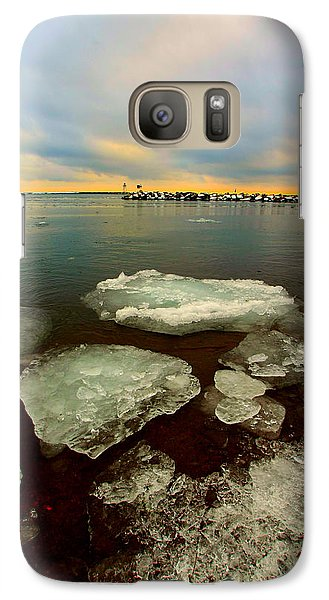 Galaxy Case featuring the photograph Hanging On by Amanda Stadther