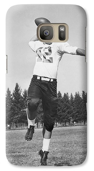 Joe Francis Throwing Football Galaxy S7 Case by Underwood Archives