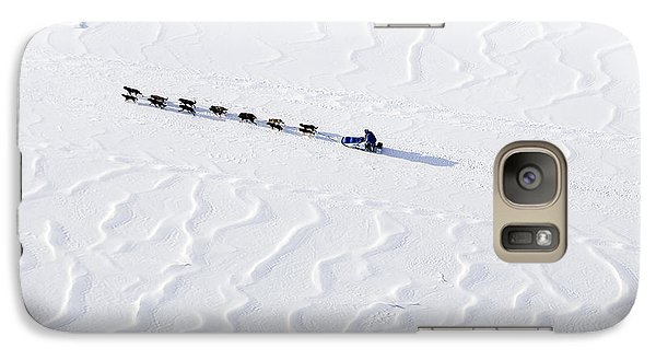 John Bakers Team Running Down Frozen Yukon River  Galaxy S7 Case by Jeff Schultz