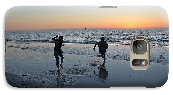 Galaxy Case featuring the photograph Kids At The Beach by Robert Meanor