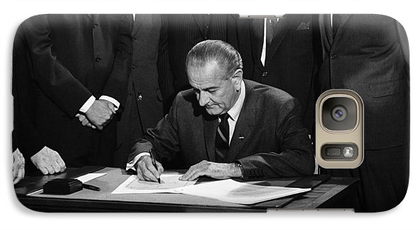 Lbj Signs Civil Rights Bill Galaxy S7 Case by Underwood Archives Warren Leffler