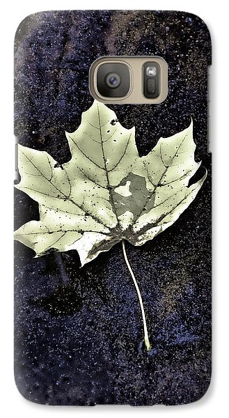 Galaxy Case featuring the photograph Leaf On Dark Sand by Gary Slawsky
