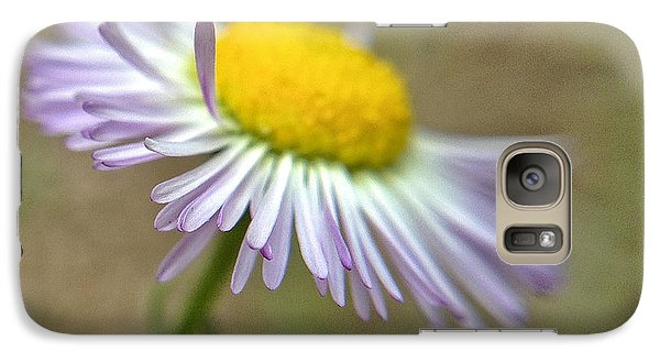 Galaxy Case featuring the photograph Little Daisy by Kevin Bergen