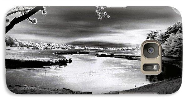 Galaxy Case featuring the photograph Moona Lagoona by Robert McCubbin