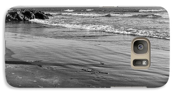 Galaxy Case featuring the photograph Morro Beach Walk by Terry Garvin