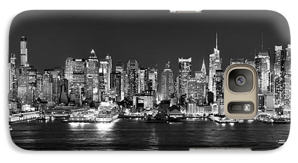 New York City Nyc Skyline Midtown Manhattan At Night Black And White Galaxy S7 Case by Jon Holiday
