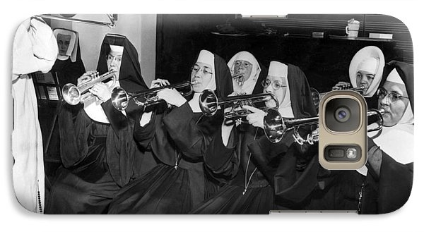 Trombone Galaxy S7 Case - Nuns Rehearse For Concert by Underwood Archives