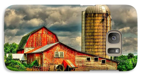 Galaxy Case featuring the photograph Old Barn by Ed Roberts