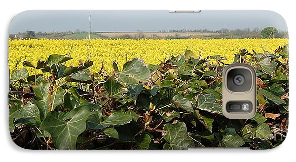 Galaxy Case featuring the photograph Over The Hedge by Linda Prewer