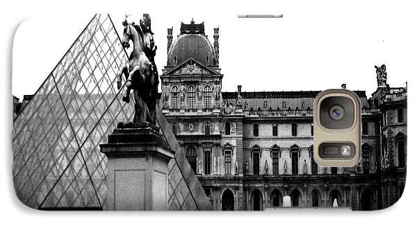Louvre Galaxy S7 Case - Paris Black And White Photography - Louvre Museum Pyramid Black White Architecture Landmark by Kathy Fornal