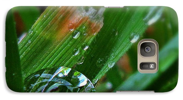 Galaxy Case featuring the photograph Raindrop In The Grass by Suzy Piatt