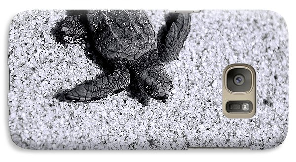 Sea Turtle In Black And White Galaxy S7 Case by Sebastian Musial