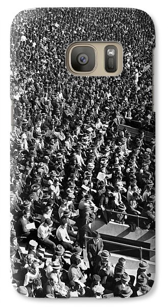 Baseball Fans At Yankee Stadium In New York   Galaxy S7 Case by Underwood Archives