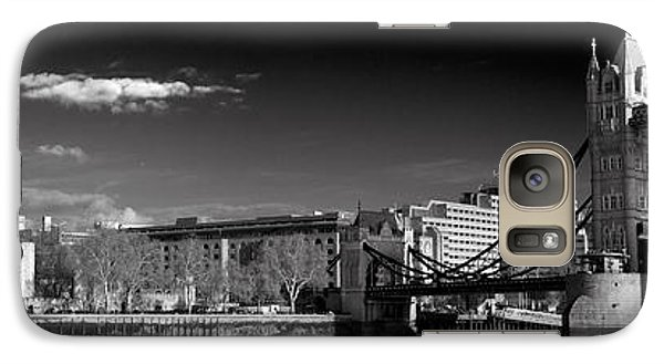 Tower Of London And Tower Bridge Galaxy S7 Case by Gary Eason