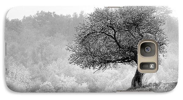 Galaxy Case featuring the photograph Tree On Marilla Hill by Don Nieman