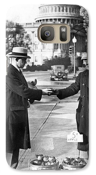 Unemployed Man Sells Apples Galaxy S7 Case by Underwood Archives