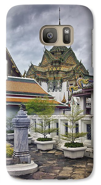Galaxy Case featuring the photograph Wat Pho Temple Gardens by Kim Andelkovic