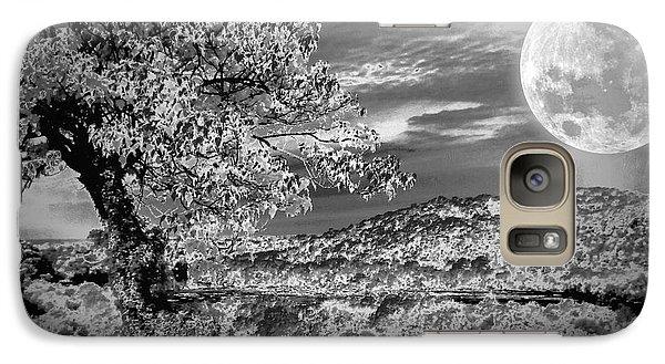 Galaxy Case featuring the photograph When The Moon Comes Over Da Mountain by Robert McCubbin