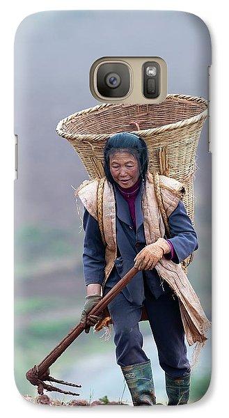 Woman Farm Worker Harvesting Potatoes Galaxy S7 Case by Tony Camacho