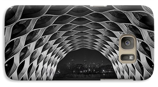 Wooden Archway With Chicago Skyline In Black And White Galaxy S7 Case
