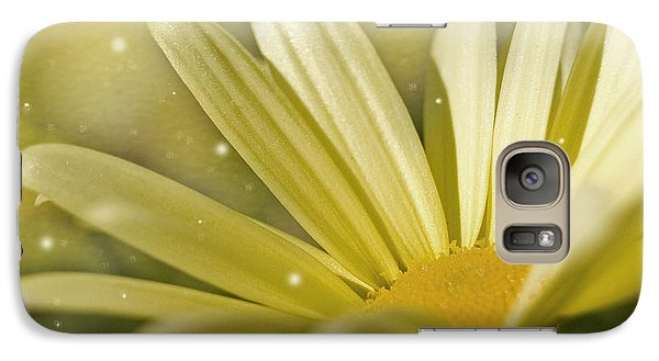 Galaxy Case featuring the photograph Yellow Daisy by Ann Lauwers