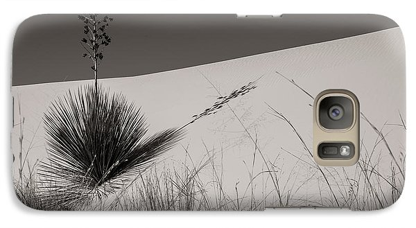 Galaxy Case featuring the photograph Yucca In The Sand I by Sherry Davis