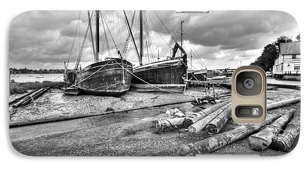 Boats And Logs At Pin Mill  Galaxy S7 Case by Gary Eason