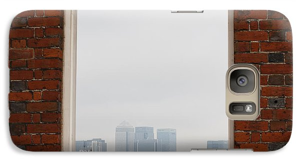 Galaxy Case featuring the photograph Canary Wharf View by Maj Seda