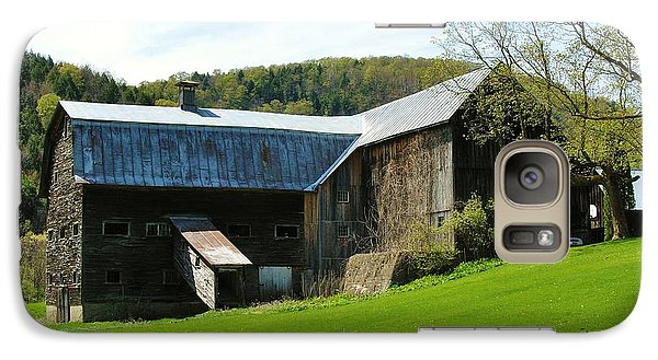 Galaxy Case featuring the photograph Old Vermont Barn by Sherman Perry