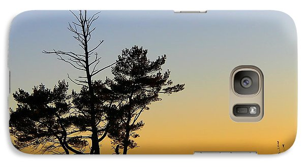 Galaxy Case featuring the photograph Out On A Limb by Davandra Cribbie
