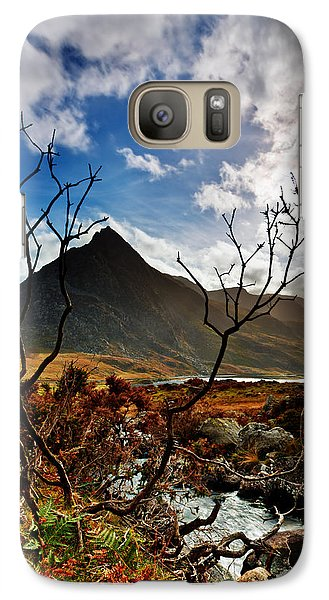 Galaxy Case featuring the photograph Tryfan And Tree by Beverly Cash
