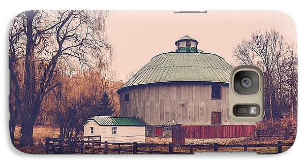 Galaxy Case featuring the photograph Round Barn by Dan Traun