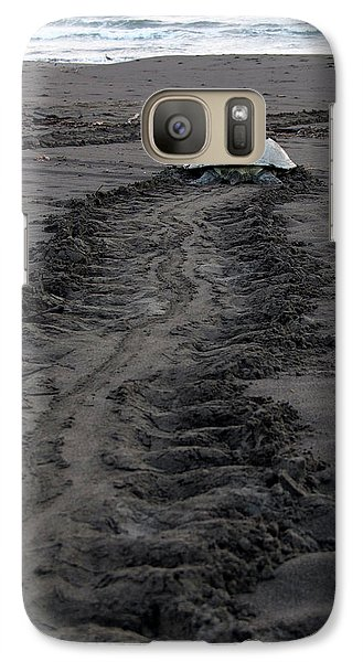 Galaxy Case featuring the photograph Green Sea Turtle Returning To Sea by Breck Bartholomew