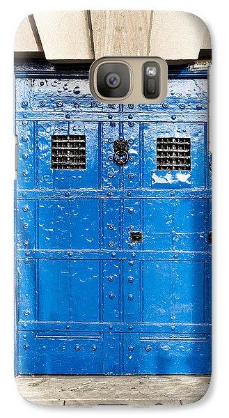 Dungeon Galaxy S7 Case - Old Blue Door by Tom Gowanlock