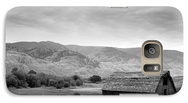 Galaxy Case featuring the photograph An Old Barn by Mark Alan Perry