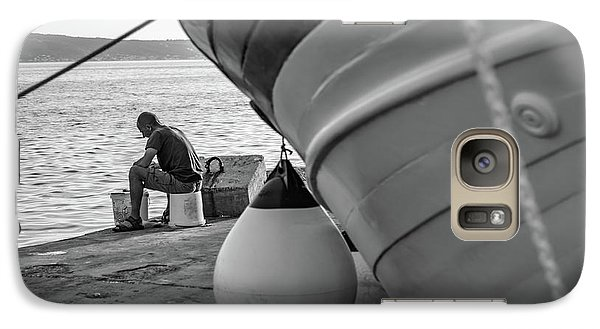 Black And White - Fisherman Cleaning Fish On Docks Of Kastel Gomilica, Split Croatia Galaxy S7 Case