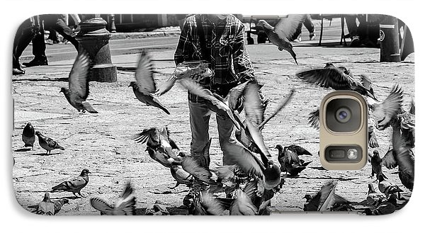 Black And White Of Boy Feeding Pigeons In Sarajevo, Bosnia And Herzegovina  Galaxy S7 Case
