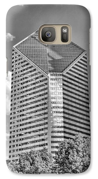 Galaxy S7 Case featuring the photograph Chicago Smurfit-stone Building Black And White by Christopher Arndt
