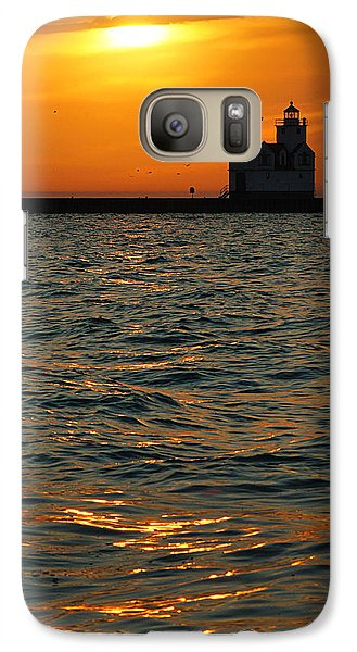 Gold On The Water Galaxy S7 Case