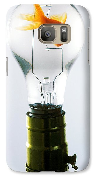 Goldfish In Light Bulb  Galaxy S7 Case by Garry Gay