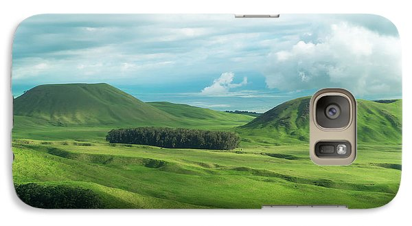 Helicopter Galaxy S7 Case - Green Hills On The Big Island Of Hawaii by Larry Marshall