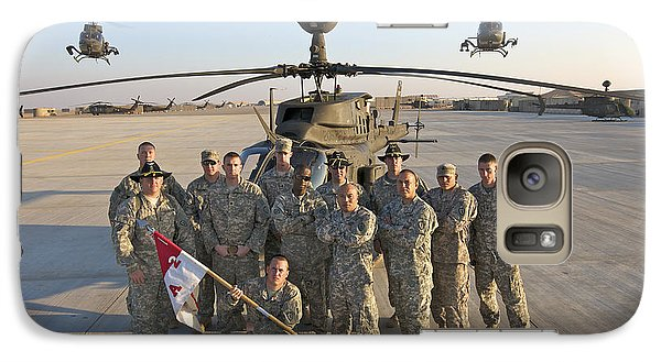 Helicopter Galaxy S7 Case - Group Photo Of U.s. Soldiers At Cob by Terry Moore