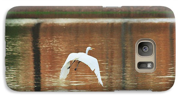Galaxy Case featuring the photograph In Flight by Kim Henderson