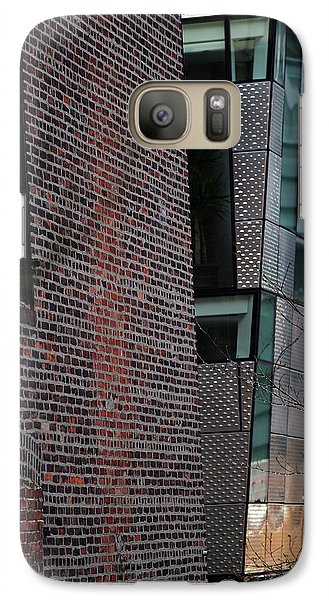 Galaxy Case featuring the photograph Leaning In At The High Line by Rona Black