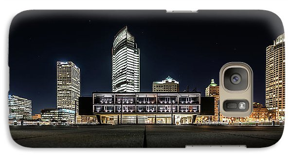 Galaxy S7 Case featuring the photograph Milwaukee County War Memorial Center by Randy Scherkenbach