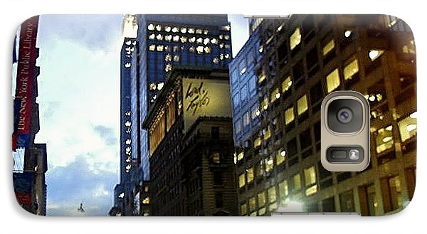 Galaxy Case featuring the photograph Nyc Fifth Ave by Vannetta Ferguson