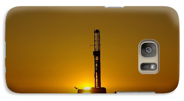 Oil Rig Near Killdeer In The Morn Galaxy S7 Case by Jeff Swan