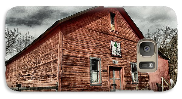 Galaxy Case featuring the photograph Old Barn In Roslyn Wa by Jeff Swan