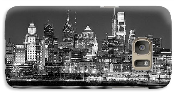 Philadelphia Galaxy S7 Case - Philadelphia Philly Skyline At Night From East Black And White Bw by Jon Holiday