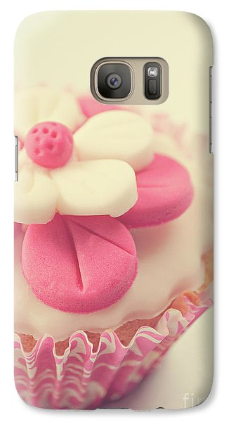 Galaxy Case featuring the photograph Pink Cupcake by Lyn Randle